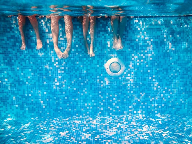 swimming contact lenses